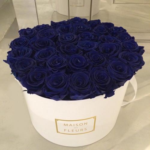 Купить на заказ Заказать Синие розы в коробке Maison с доставкой по Атырау с доставкой в Атырау