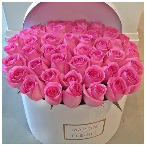 Купить на заказ Заказать Розовые розы в коробке Maison с доставкой по Атырау с доставкой в Атырау