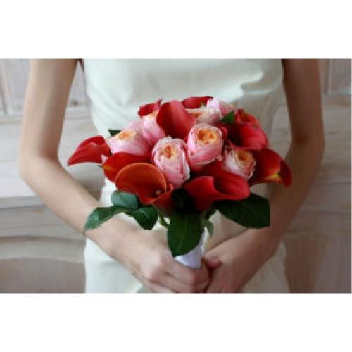 Купить на заказ Букет невесты с розами и каллами с доставкой в Атырау