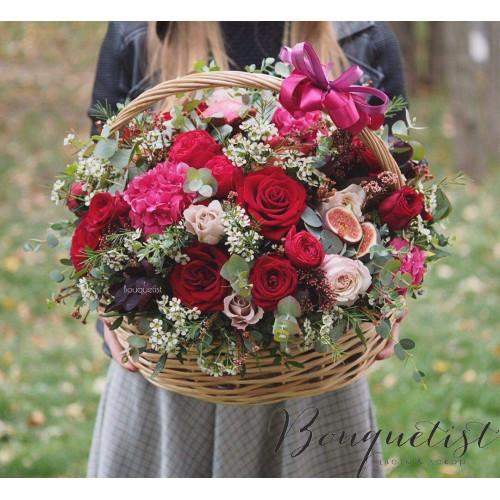Купить на заказ Шикарная корзина из гортений и роз с доставкой в Атырау
