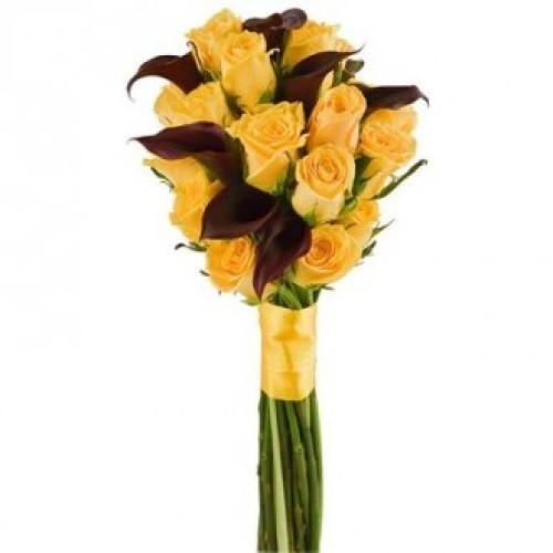 Купить на заказ Букет из желтых роз и темных калл с доставкой в Атырау