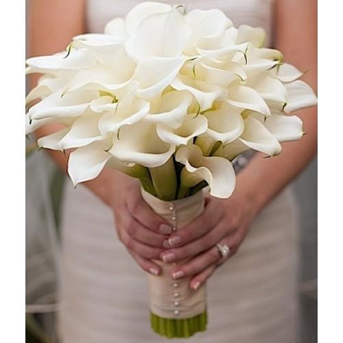 Купить на заказ Букет невесты из 37 калл с доставкой в Атырау